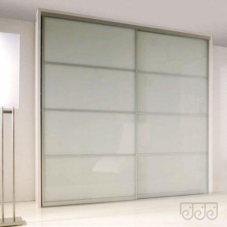 Шкаф-купе с фасадом из белого матового стекла
