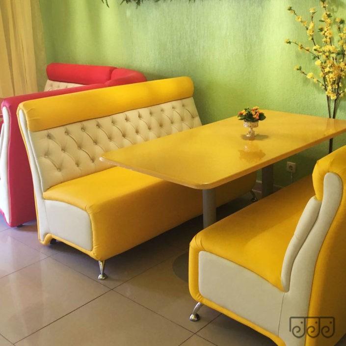 Цветные диваны для кафе