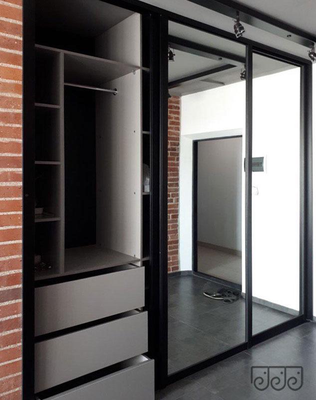 Шкафы-купе в современном интерьере